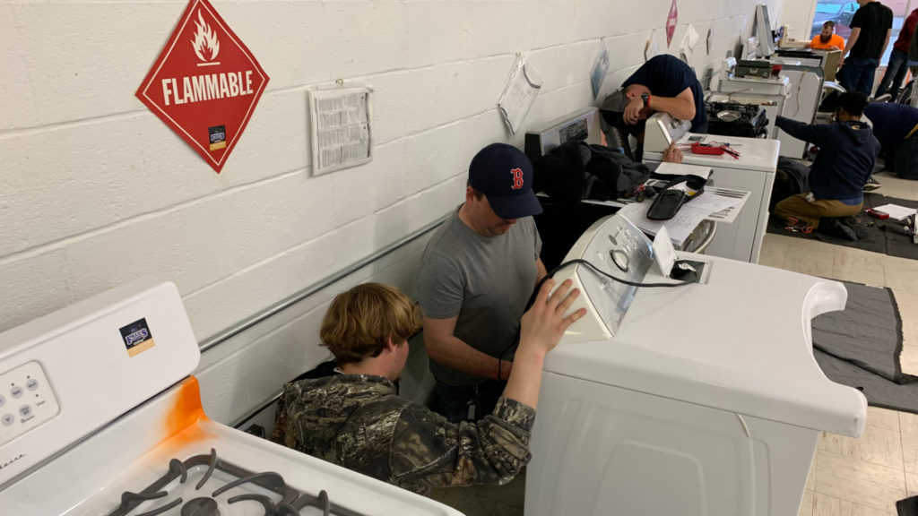 Four Important Benefits of On-Campus Appliance Repair Learning
