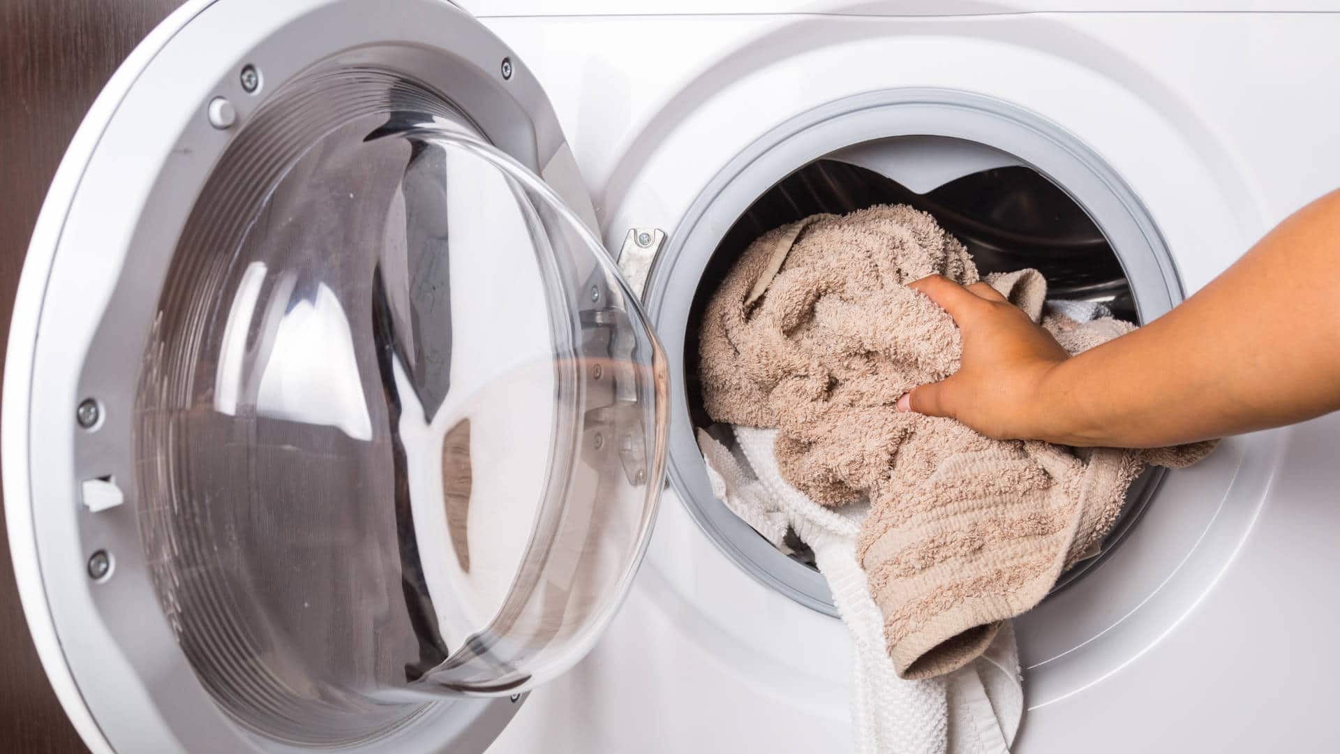 """Featured image for """"8 Steps to Fix LG Washer UE Error Code"""""""
